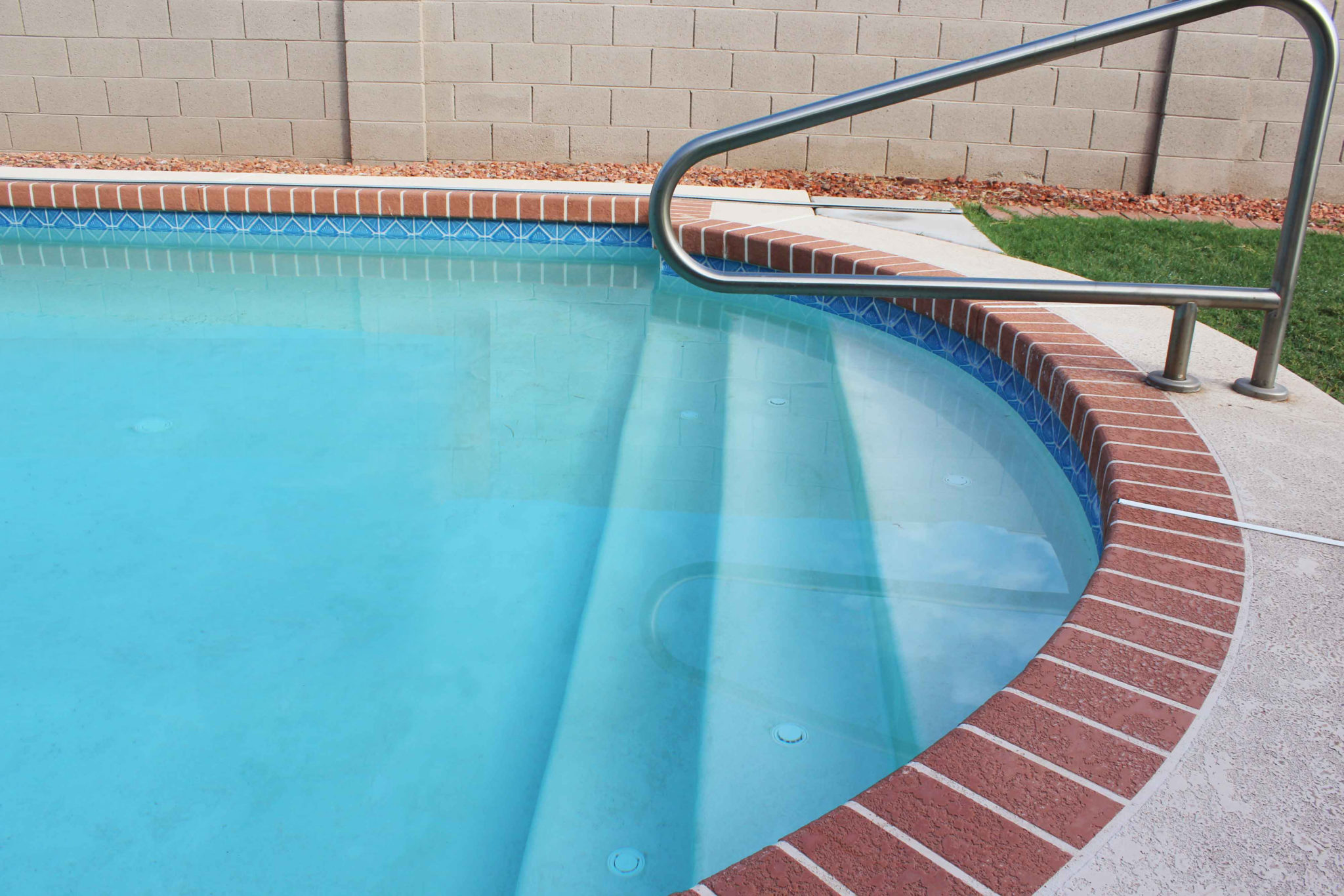 Swimming Pool Stains : The most annoying swimming pool stain and how to prevent it