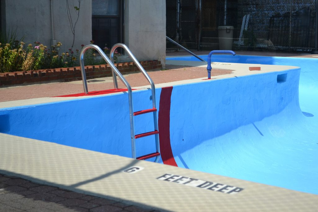 When to Drain a Swimming Pool