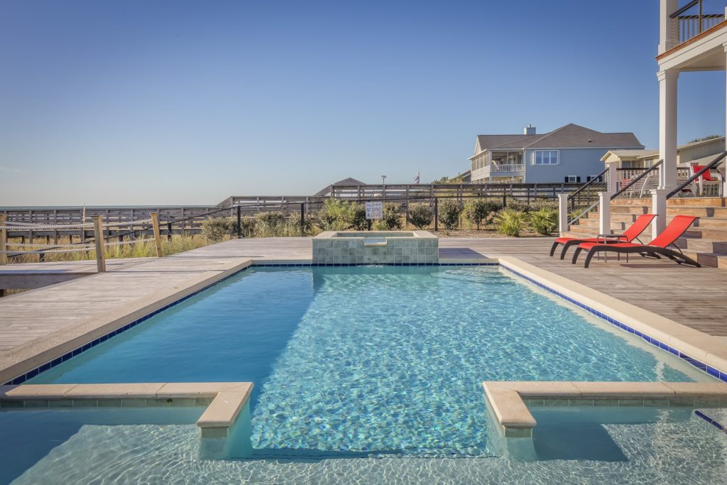 Pros and Cons of a Saltwater Pool